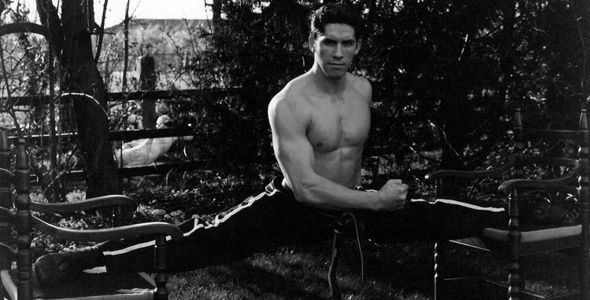 Scott Adkins Splits