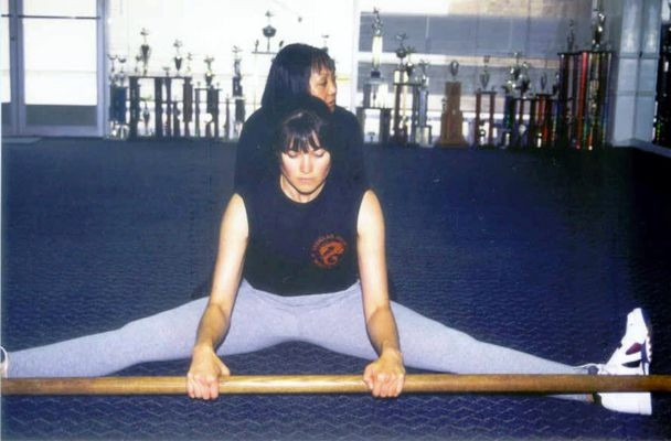 Lucy Lawless training with Carrie Ogawa-Wong for Xena